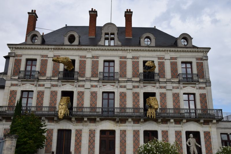 Monsters coming out of the windows of the Musee de Magie